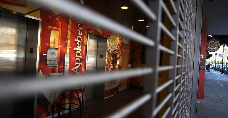 closed applebee's restaurant