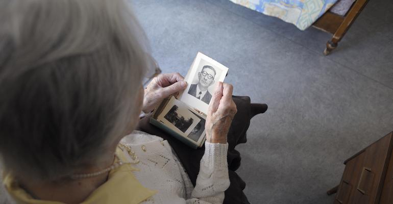 elderly-woman-alzheimers.jpg