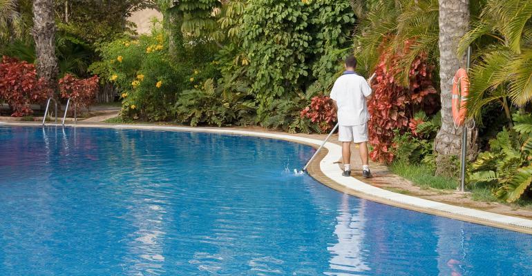 hotel-pool-cleaner