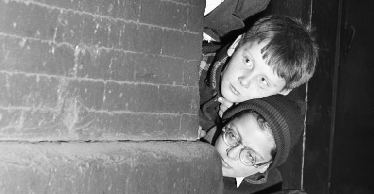 kids-peeking-around-corner.jpg