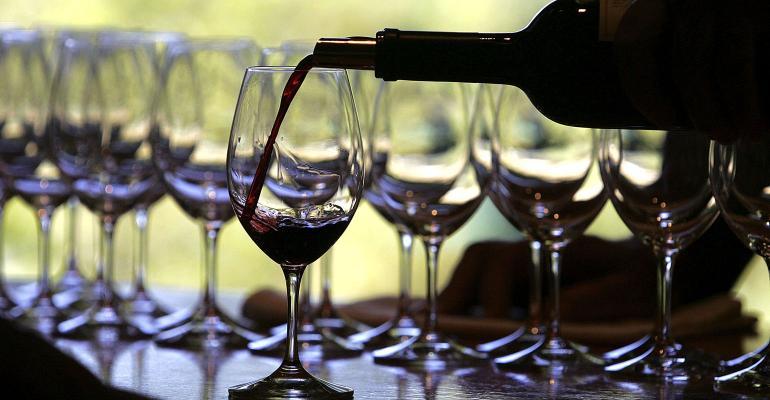 pour wine glass