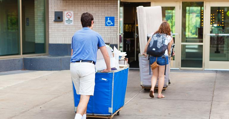 college-students-moving-on-campus