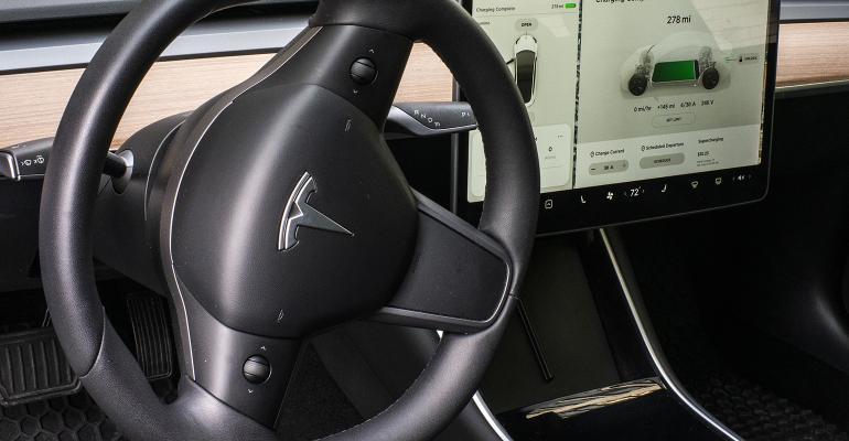 tesla-steering-wheel.jpg