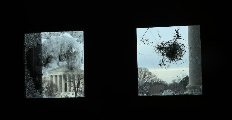 us-capitol-broken-window.jpg