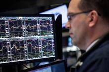 stock trader computer screens