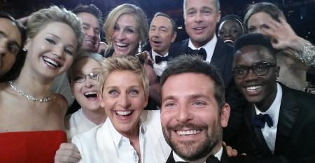 oscars-group-selfie.jpg
